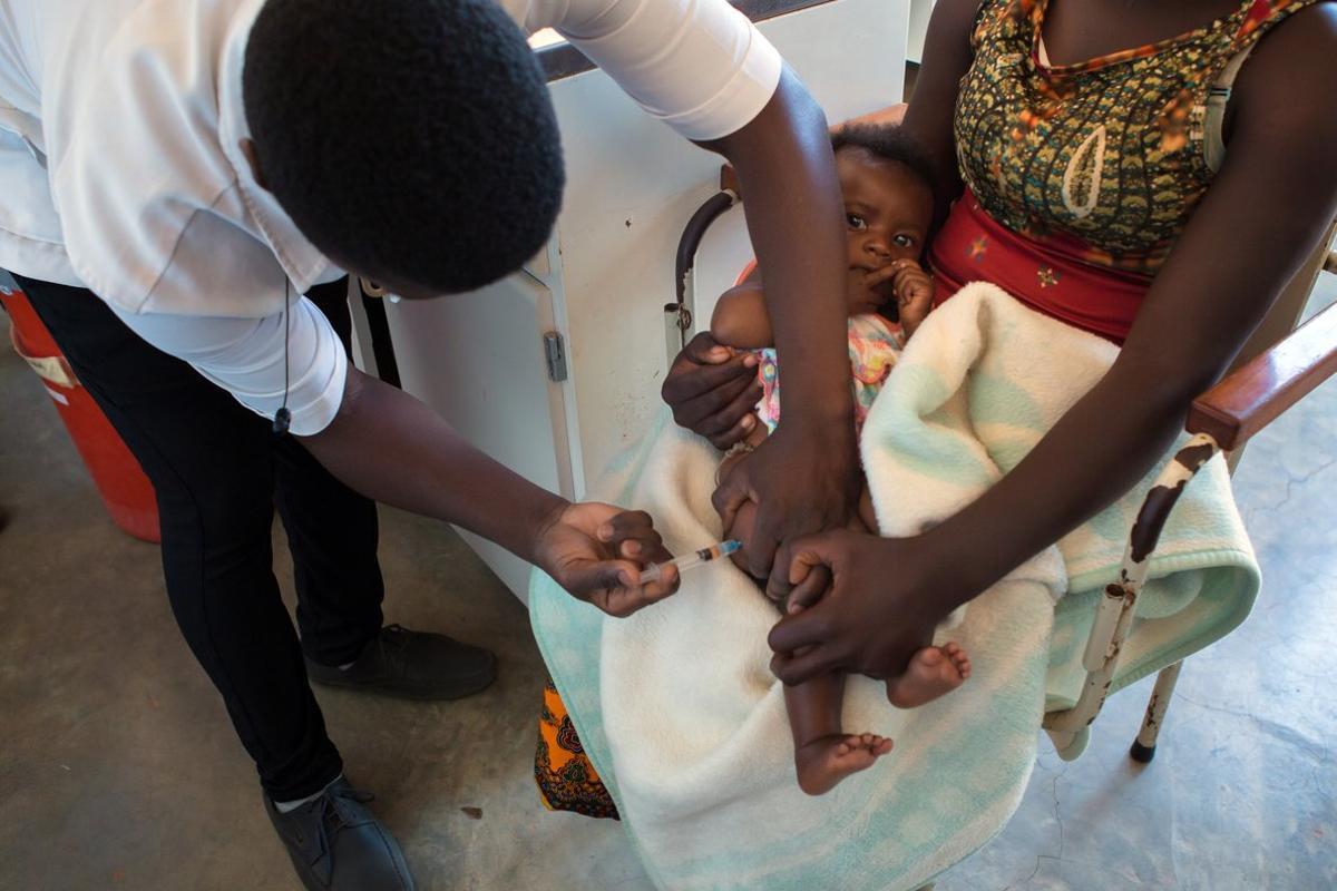 Campaña de vacunación infantil en Mozambique.