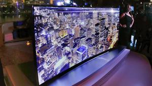 Presentación de un macro televisor de Ultra Alta Definición (UHD), de105 pulgadas (cerca de tres metros de diagonal).