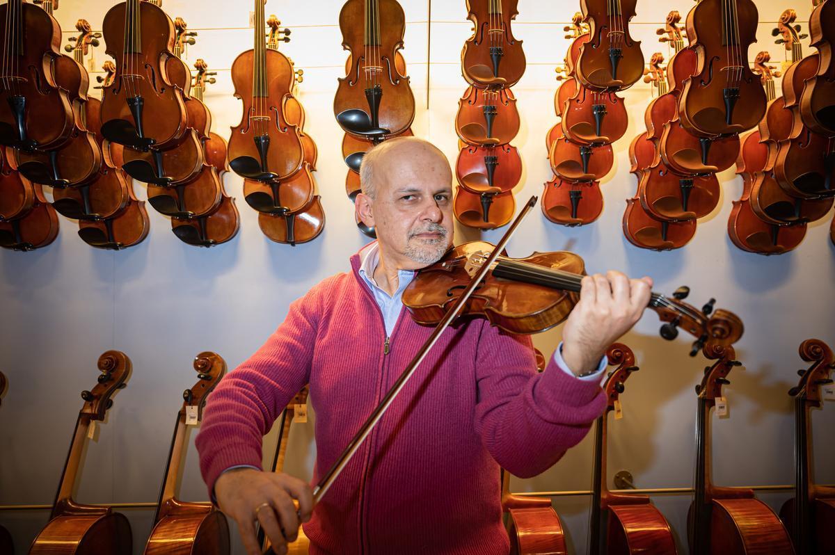 Recuperado en el Raval un violín histórico de gran valor que había sido robado.