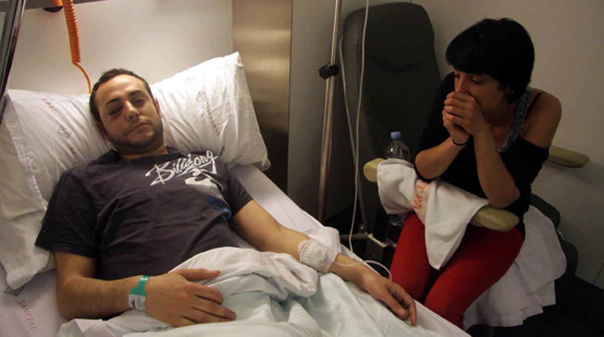 Uno de los heridos por los disparos de los Mossos d'Esquadra durante las manifestaciones con motivo de la huelga general el pasado jueves.