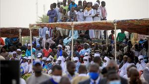 Una multitud se reúne para presenciar el funeral de Déby.