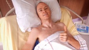 Froome, en el hospital de Saint Etienne.