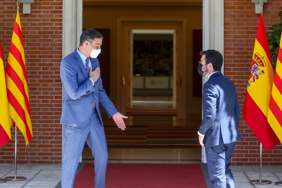 El presidente del Gobierno, Pedro Sánchez, recibe en la Moncloa al 'president' de la Generalitat, Pere Aragonès, el pasado 29 de junio.