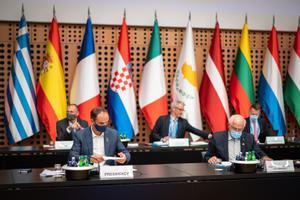 El ministro de Exteriores esloveno, Anze Logar y el alto representante para la política exterior de la UE, Josep Borrell, en la apertura del consejo de ministros de Asuntos Exteriores de los Veintisiete.