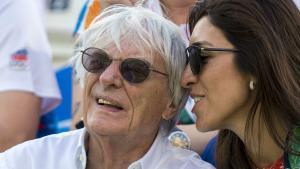 Bernie Ecclestone y su esposa, Bibiana Flosi, en las gradas del Holanda-Venezuela de voley playa femenino de los Juegos Olímpicos de Río, este sábado.