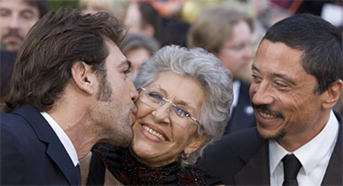 Fallece la actriz Pilar Bardem a los 82 años. En la foto, Pilar Bardem con sus hijos Javier y Carlos.