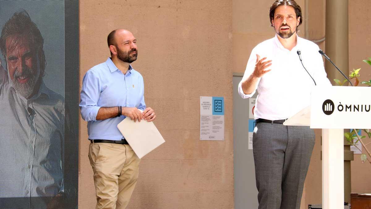 Marcel Mauri y el abogado de Jordi Cuixart, Olivier Peter, en el acto de apoyo al recurso en el TEDH.