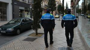 Dos agentes de la policía municipal de Reus