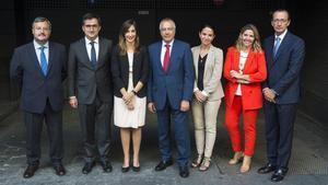 De izquierda a derecha,Toni Lopez Doñaque,Alberto Valls,Constanza Maya,Pere Navarro,Beatriz Toribio,Blanca Sorigué y Fernando Conde, participantes en el +Debate organizado por EL PERIÓDICO y el Consorci de la Zona Franca.