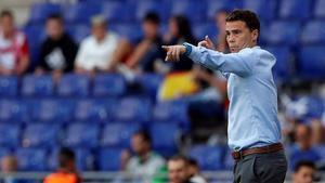 Rubi da instrucciones durante el partido contra el Villarreal.