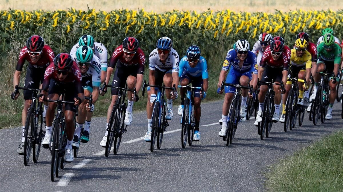 El grupo principal, durante la batalla de la décima etapa del Tour.