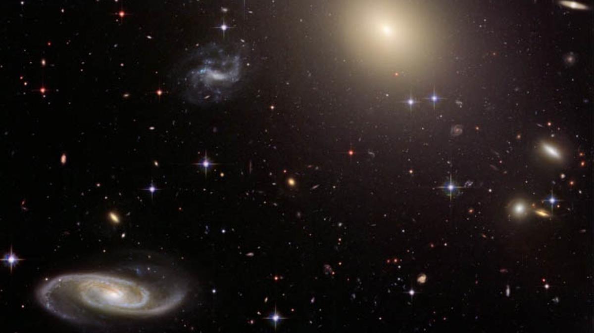 Lente gravitacional captada por el Telescopio Hubble