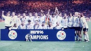 Alemania celebra su título en la Eurocopa del 96.