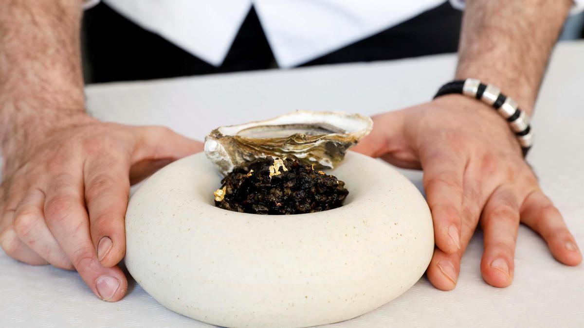 Un xef valencià registra un arròs amb or de 24 quirats i ostres