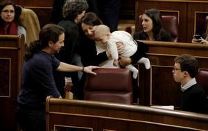 Carolina Bescansa acude con su bebé al Congreso.
