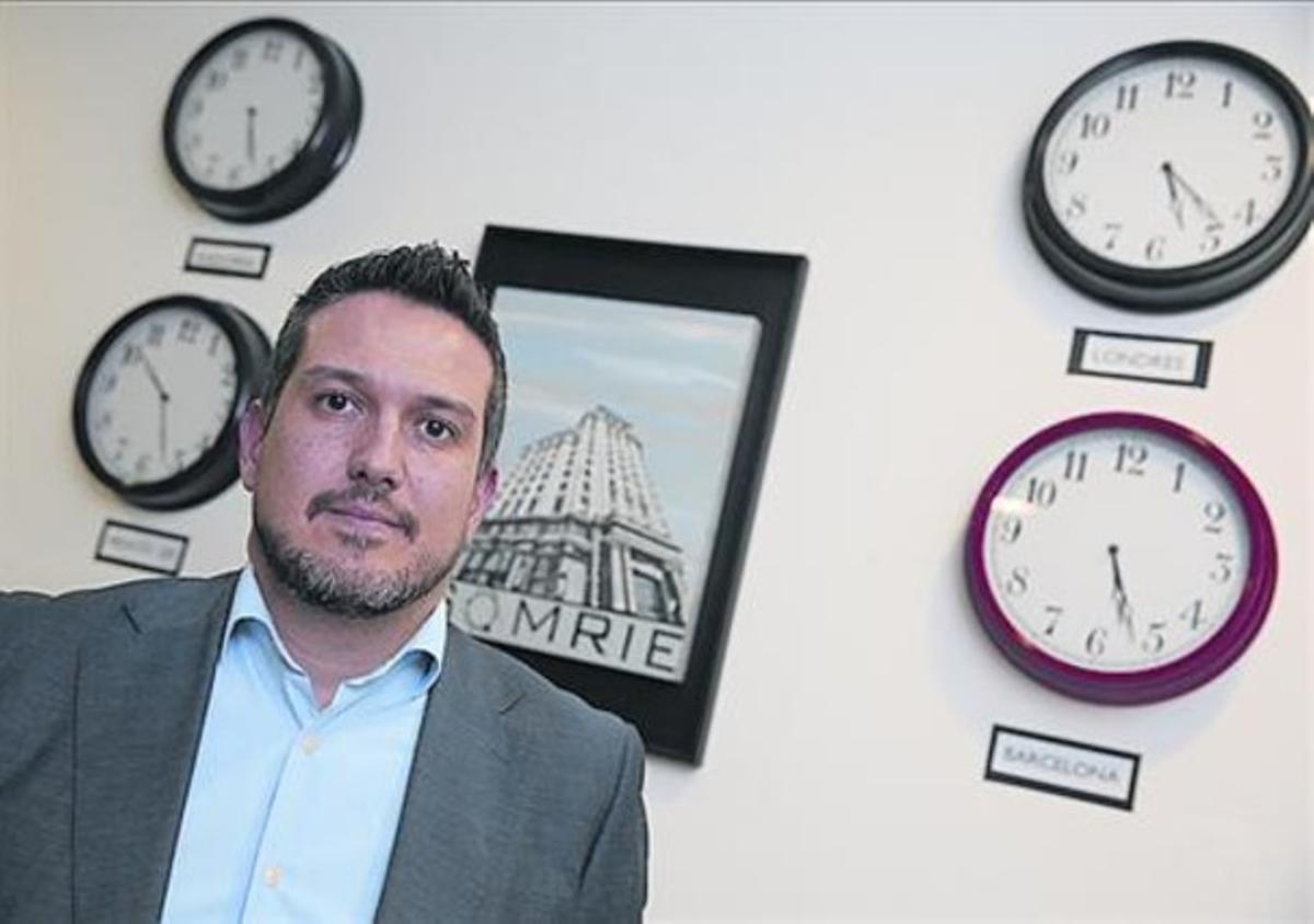 Fundador 8Enric Jiménez, en su despacho del paseo de Gràcia.