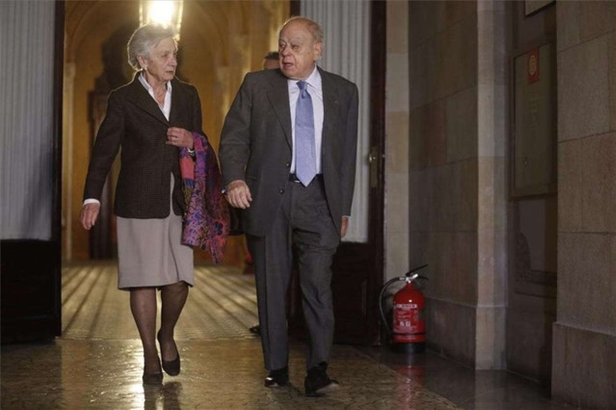 Jordi Pujol y Marta Ferrusola en el Parlament