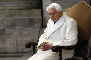 Benet XVI retira la firma del llibre en què es defensa el celibat