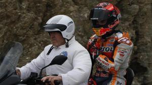 Marc Márquez (Honda), ayer, dolorido del hombro derecho, camino de la clínica del circuito de Jerez tras sufrir una fea caída en la última curva.
