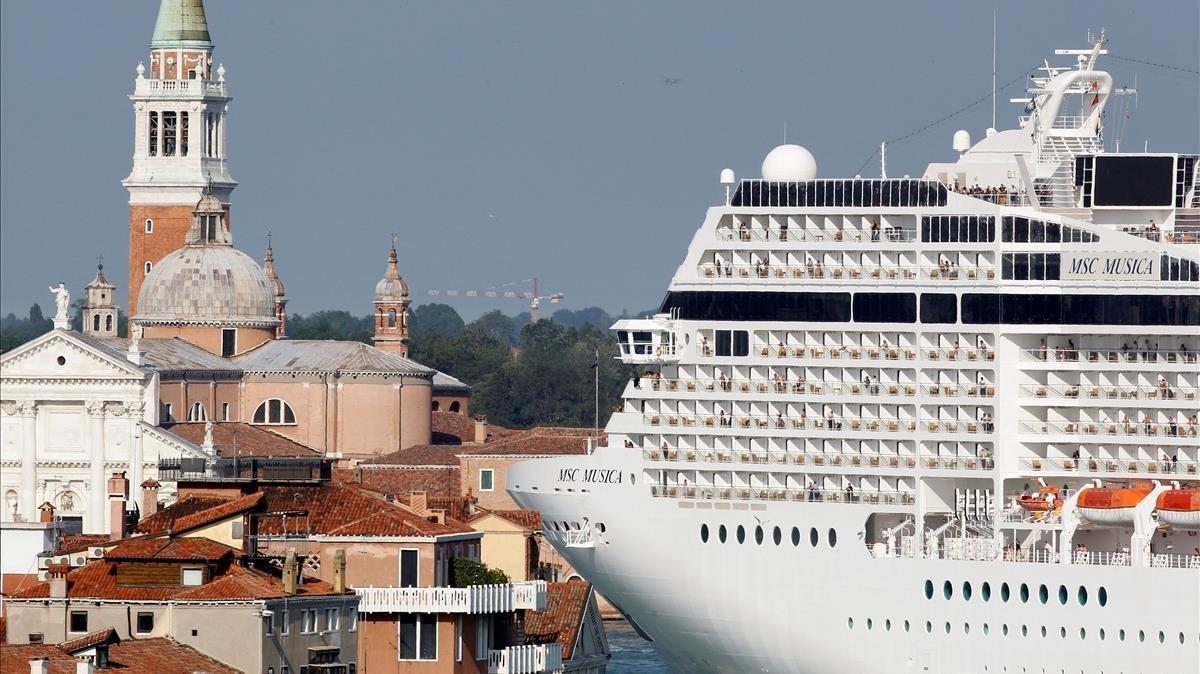 Italia restringe la entrada de cruceros en Venecia