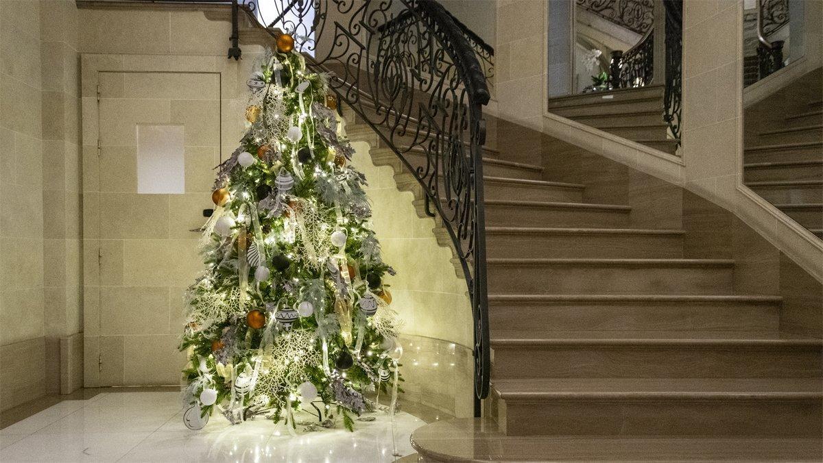 Un árbol de Navidad del hotel Majestic.