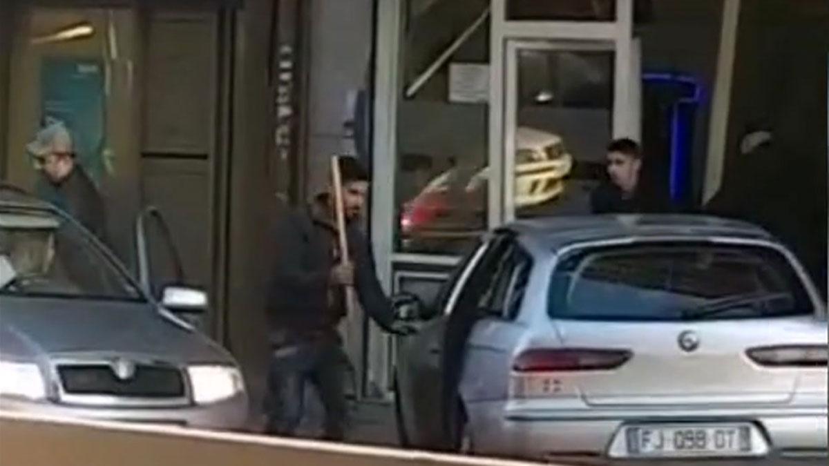Una pelea tumultuaria termina con un intento de alunizaje en un bar de Badalona