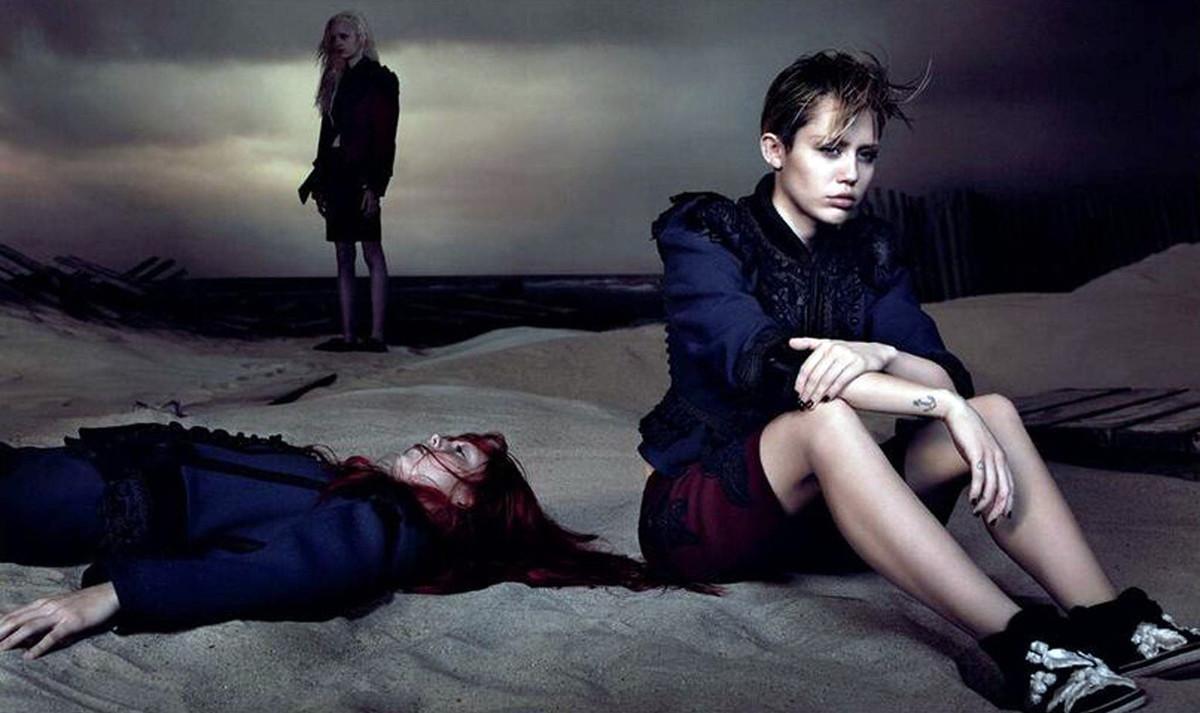 Campaña de Miley Cyrus para Marc Jacobs, en la que aparecía junto a un cadáver.
