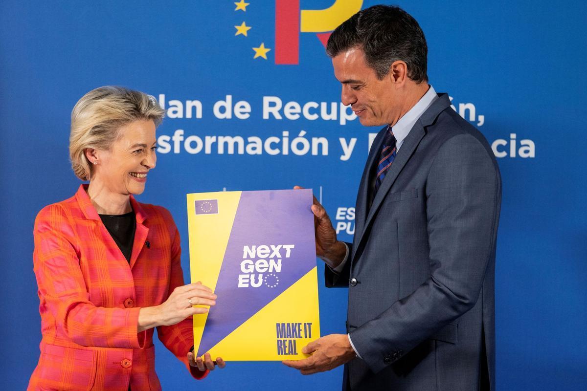 La presidenta de la Comisión Europea, Ursula von der Leyen, y el presidente del Gobierno, Pedro Sánchez, durante su comparecencia conjunta el pasado mes de junio.