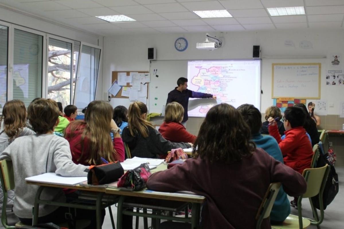 Un profesor impartiendo clase.