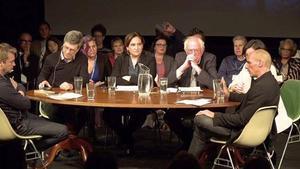 Debate en Burlington en noviembre tras firmarse la creación de la Internacional Progresista. En la fotografía, en el centro, Ada Colau, junto a Bernie Sanders, y en la esquinaderecha de la imagen, Yanni Varoufakis.