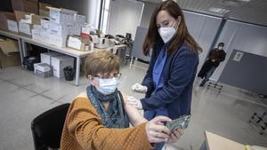 Vacunación contra el covid-19 en la Facultat de Geografia i Història de la UB, Barcelona, el 25 de marzo.
