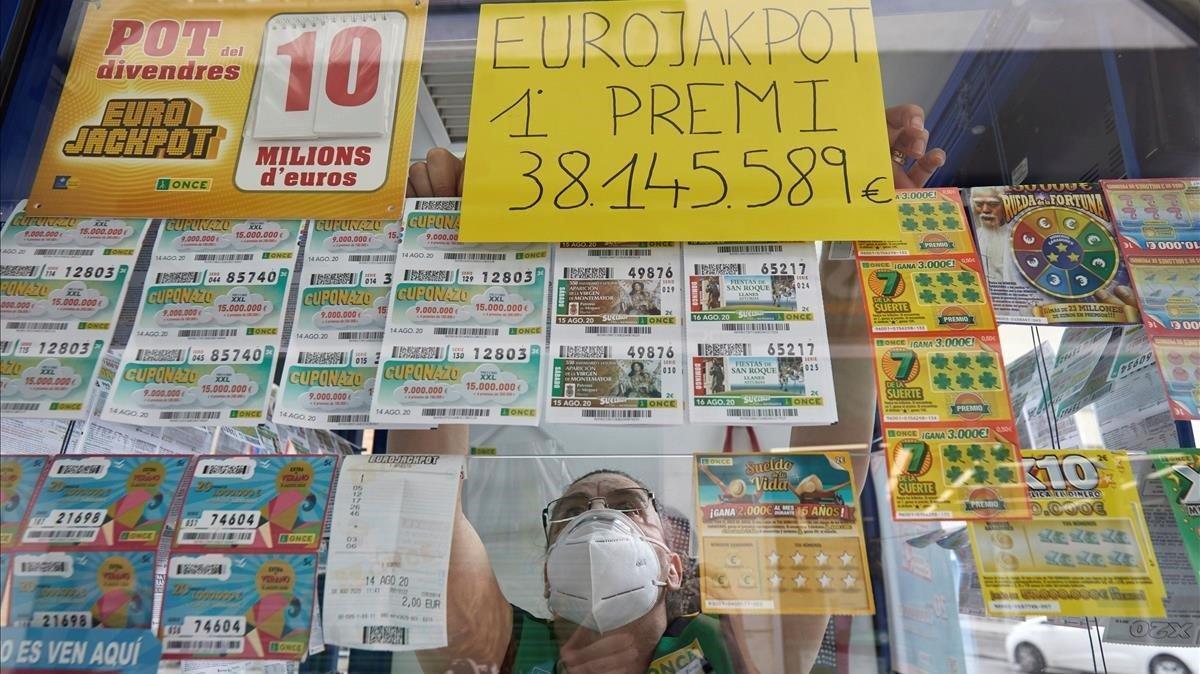 Rosa Pintoagente vendedora de la ONCE ha dejado 38 millones de euros en Gironael mayor premio repartido por la organizacion en Cataluña en sus 82 anos de historiagracias al sorteo de este viernes7 de agosto