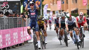 El ciclista belga Tim Merlier se anota la victoria en la segunda etapa del Giro 2021.