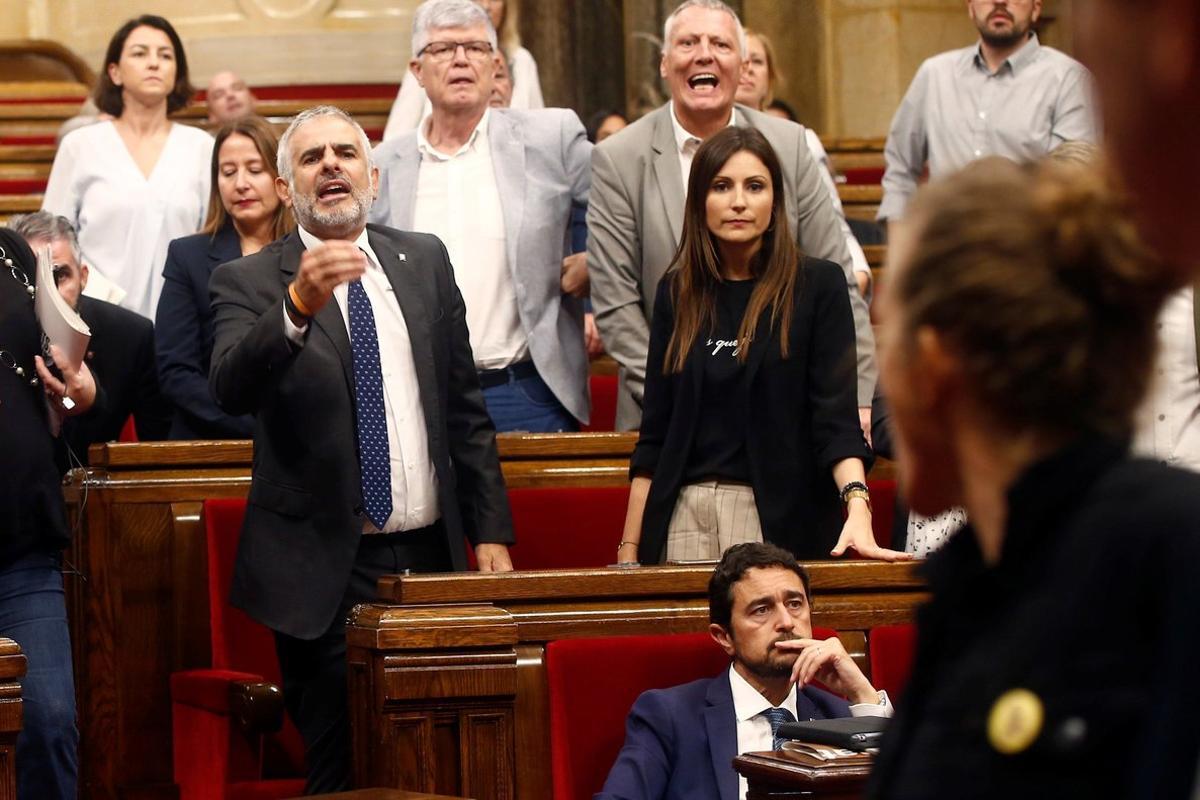 Carlos Carrizosa y Lorena Roldán, en un pleno del Parlament
