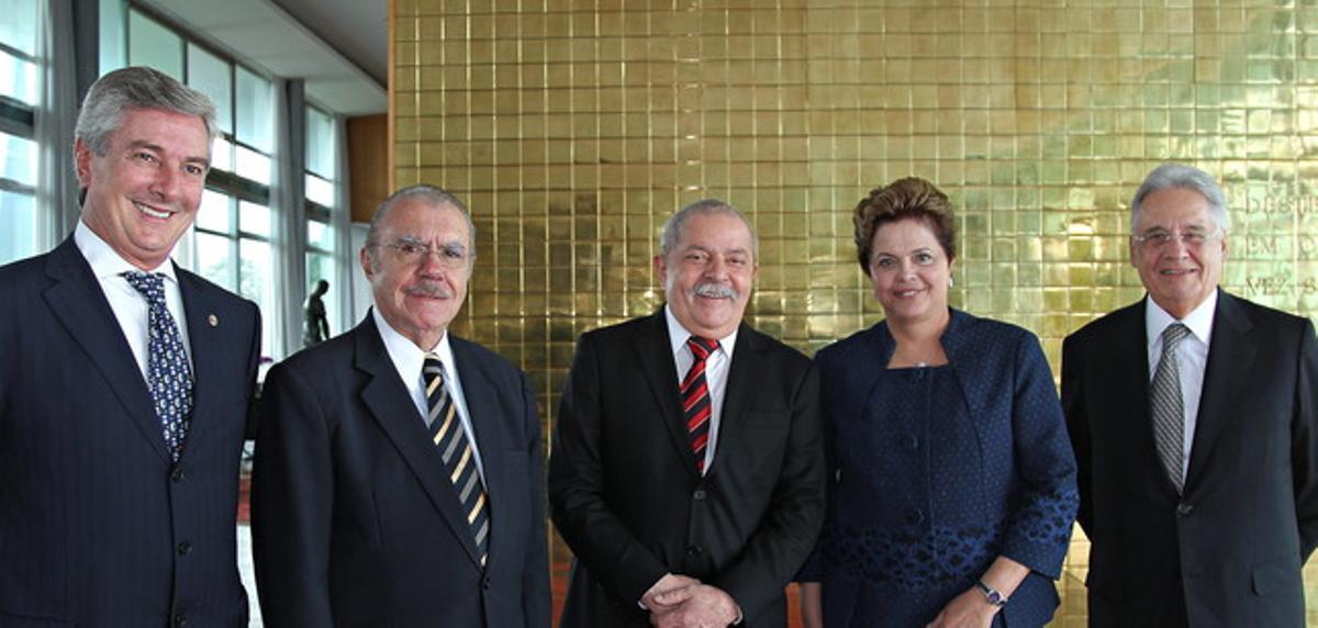 Dilma Rousseff, junto a los expresidentes del país, de izquierda a derecha, Fernando Collor, Jose Sarney, Luiz Inácio 'Lula' Da Silva y Fernando Henrique Cardoso, el miércoles en Brasilia.