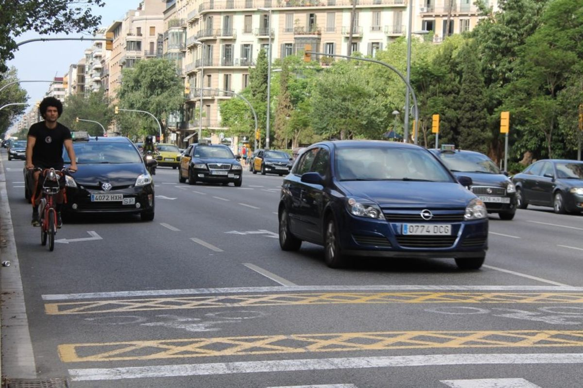 Barcelona quiere dar prioridad a los peatones y el uso de vehículos sin motor para reducir la contaminación.