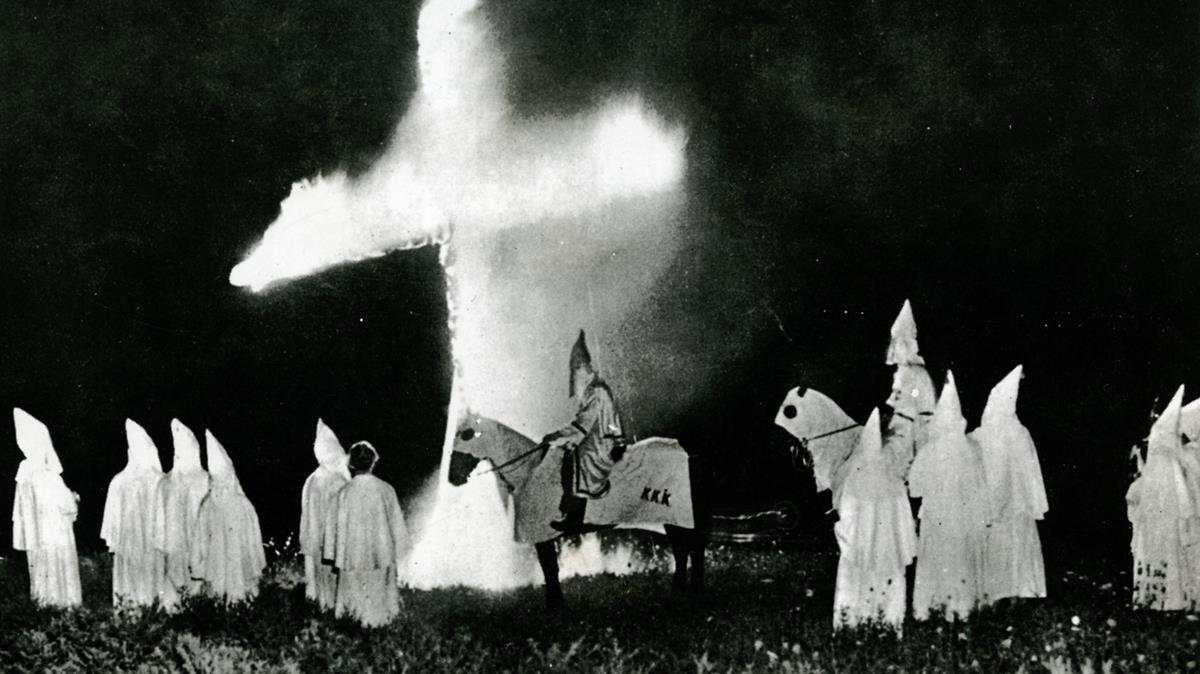 Una imagen del Ku Klux Klan.