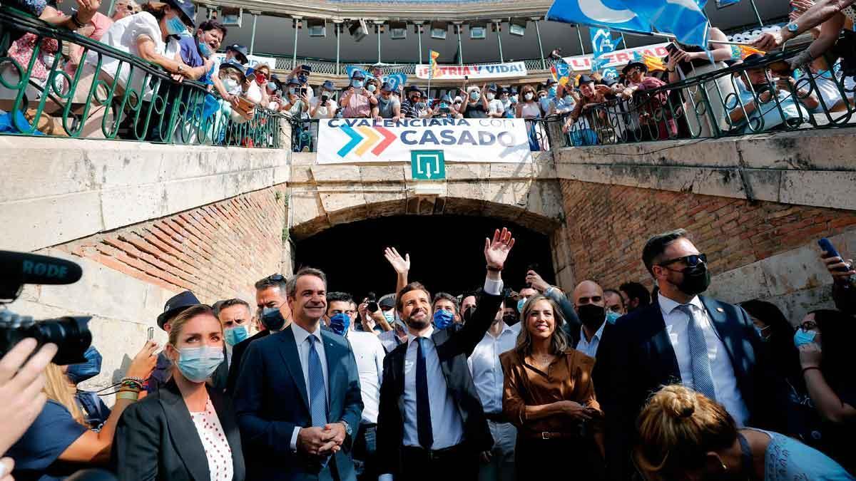 Pablo Casado, a su llegada a la plaza de toros de Valencia.