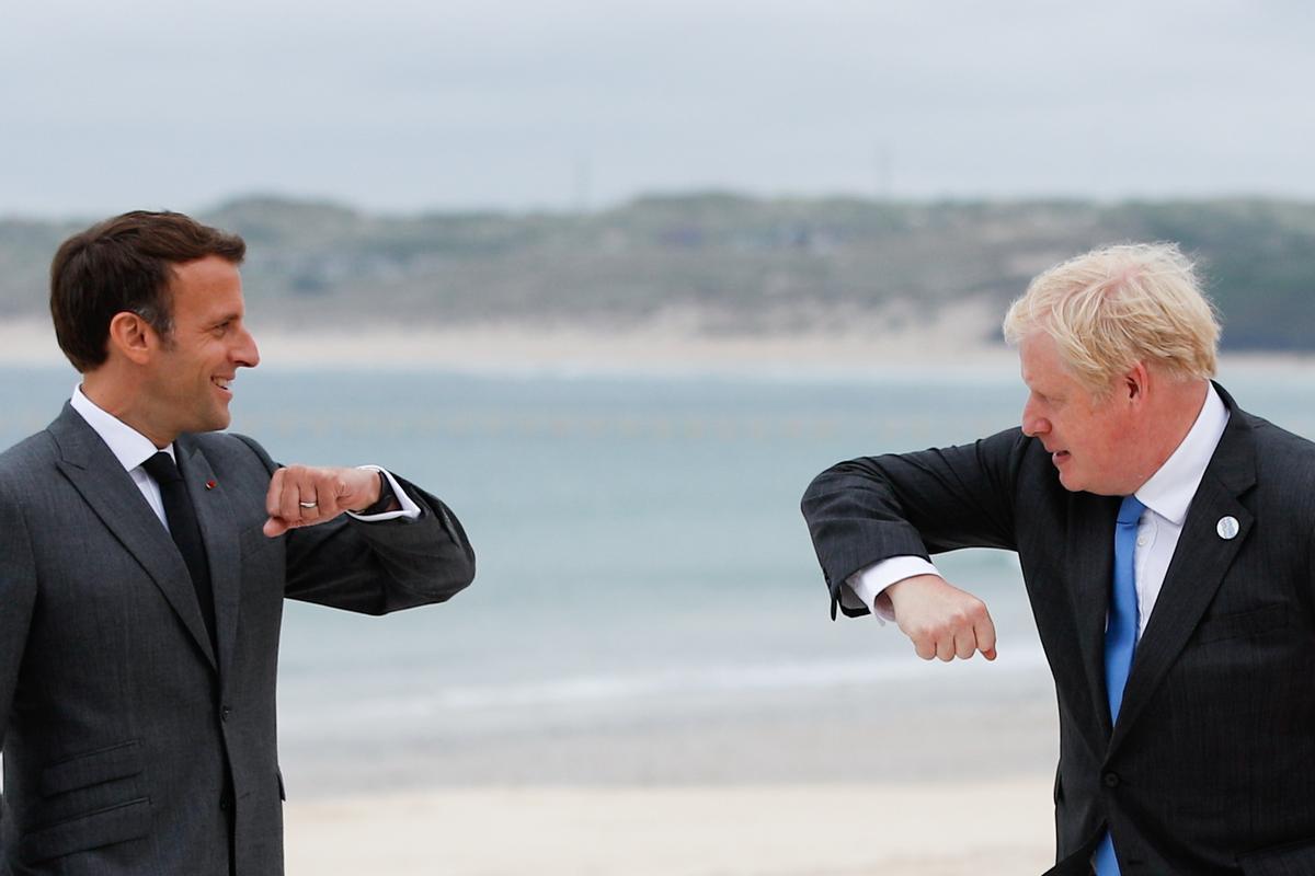 Johnson insta Macron a «restablir la cooperació» després de la crisi dels submarins