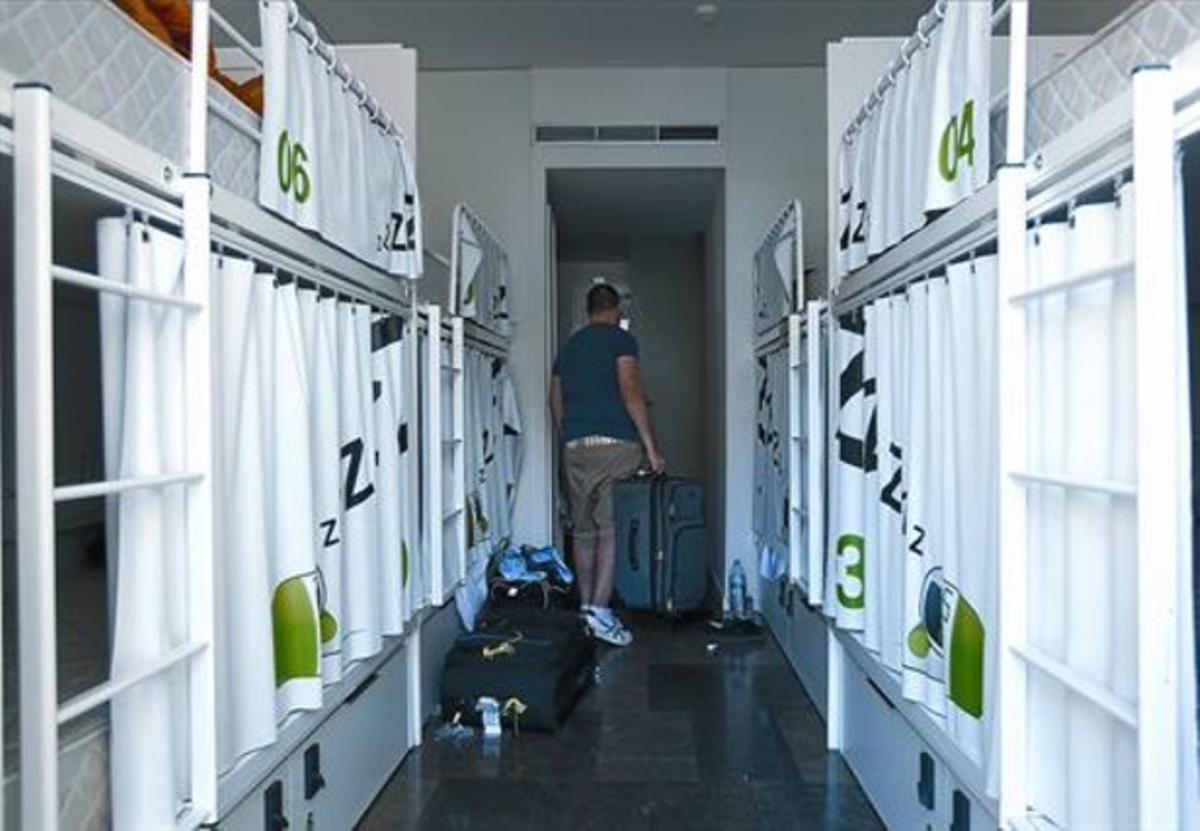 Dormitorio común3Literas, con cortinas de privacidad, en el Urbany.