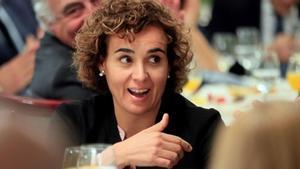 Dolors Montserrat, dispuesta a poner freno al fake relato del independentismo. En la foto, Montserrat en un desayuno informativo.
