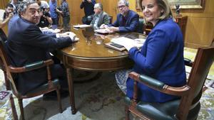 Apertura de la mesa del diálogo social entre patronal y sindicatos, con la ministra Báñez.