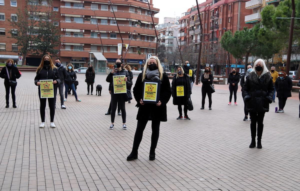 Imagen de una protesta de peluquerías y centros de estética en demanda de un IVA del 10%, en Gavá