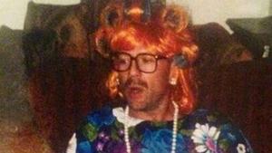 Bruce Willis, vestido de señora y de estar por casa, en la foto que ha subido a Twitter su hija Scout.