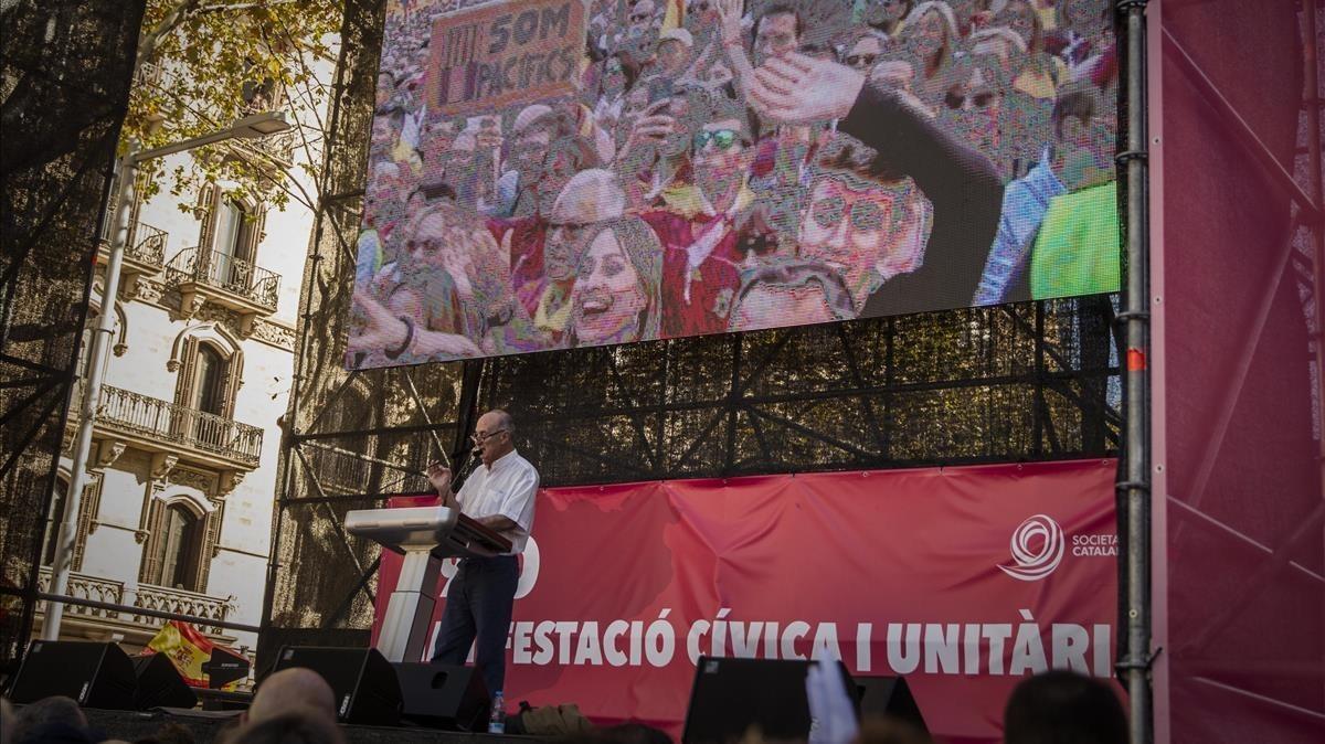 Paco Frutos, en el escenario de la manifestación por la unidad de España del pasado octubre en Barcelona.