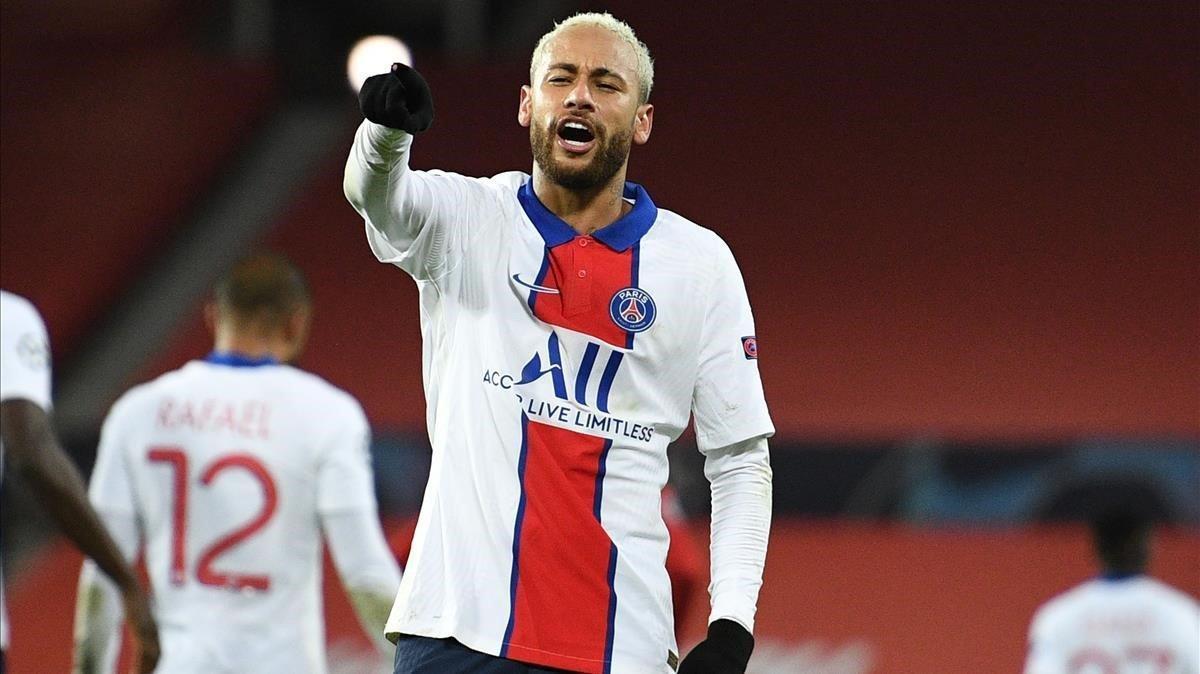 Neymar celebra uno de sus dos goles ante el United.