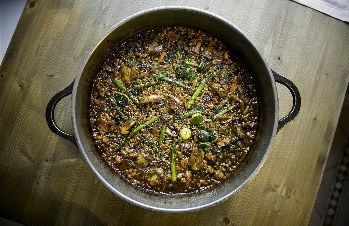 La cazuela de arroz con pollo, 'cep' y calamar de La Mar Salada.