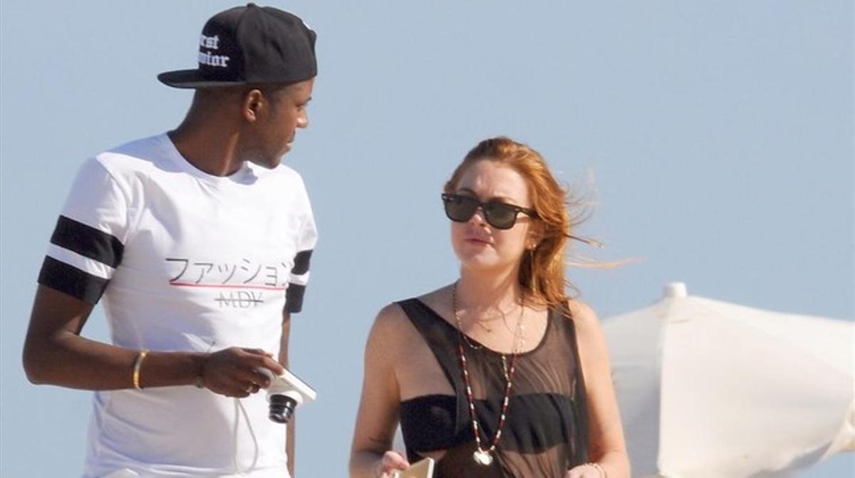 Lindsay Lohan pasea por Eivissa con un misterioso acompañante.