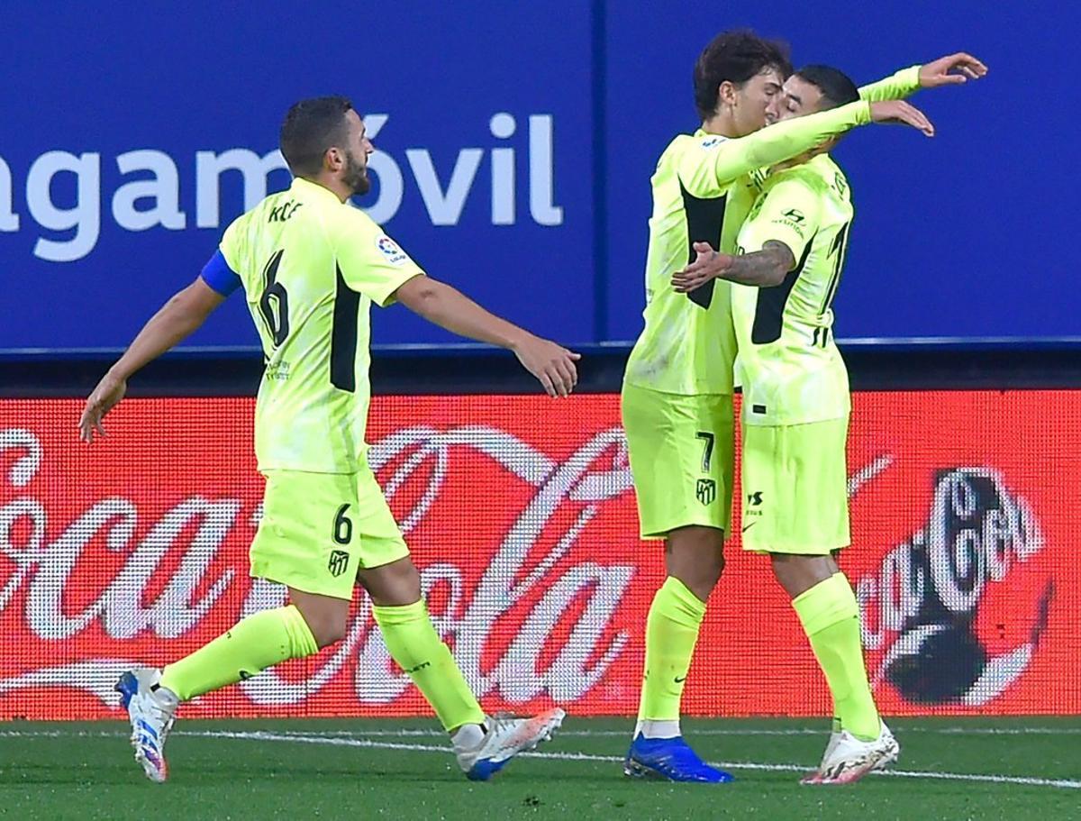 João Félix (c) celebra con sus compañeros uno de sus goles ante Osasuna.