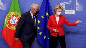 La presidenta de la Comisión, Ursula Von der Leyen, y el primer ministro portugués, António Costa, este martes en Bruselas.
